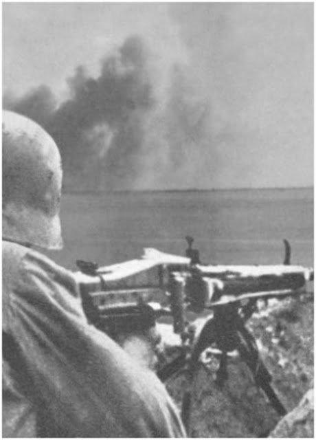 Staowisko MG42 na plaży w Normandii 6 VI 1944 r.
